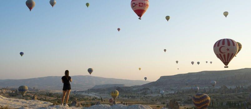 Comunicazione digitale brand viaggi Airbnb e Trivago